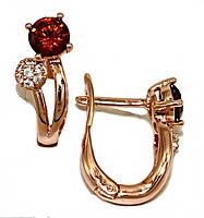 Серьги ХР позолота с красным оттенком.Камни: белый и бордовый циркон. Высота серьги 1,6 см.Ширина 6 мм.