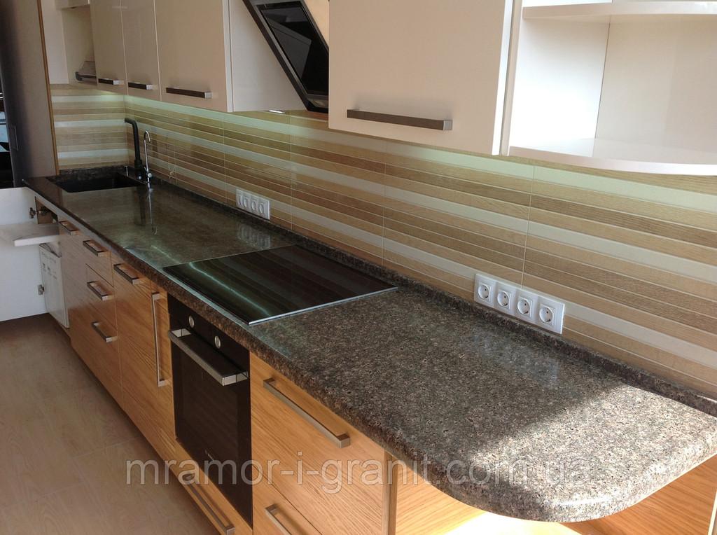 Кухонная столешница из коричневого гранита