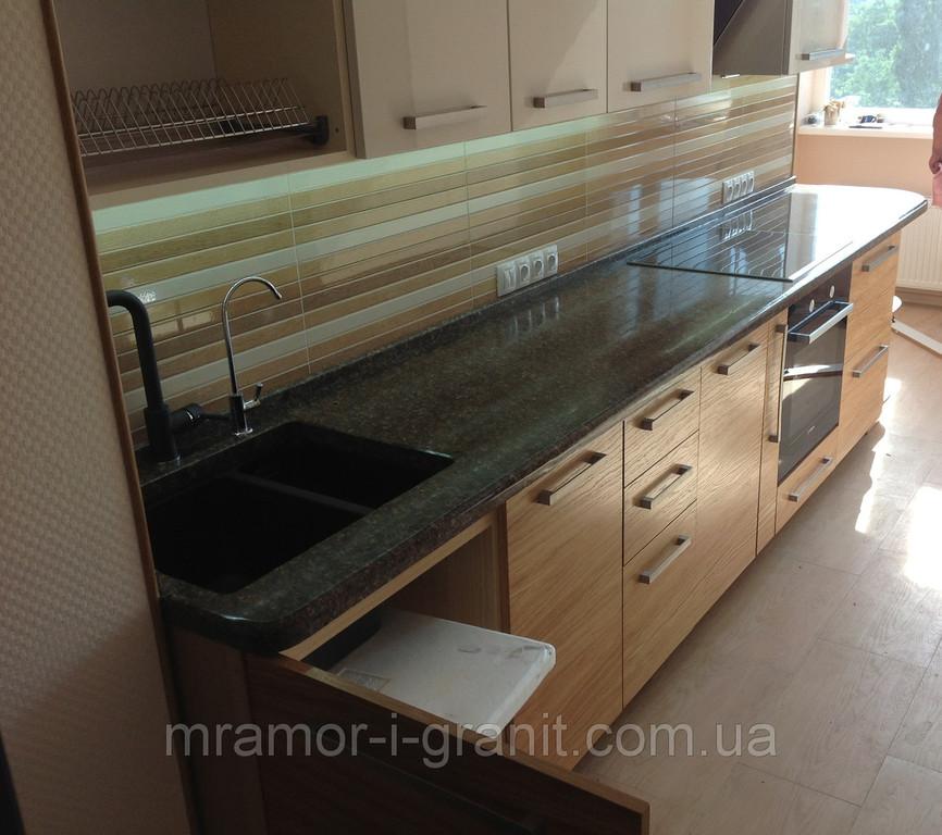 Кухонная столешница из коричневого гранита 2