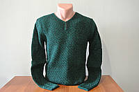 Мужской свитер зимний зеленый с вырезом