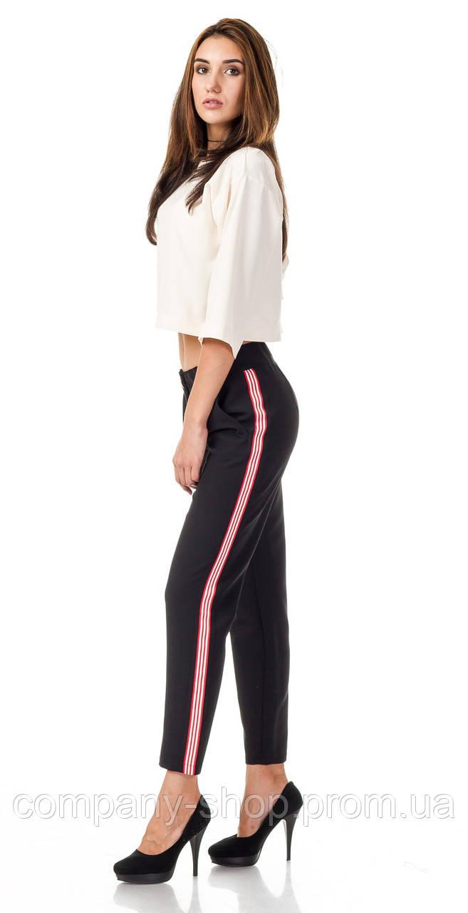 Женские брюки из крепа с кантами оптом. Модель БР26_черный с бело-красным.