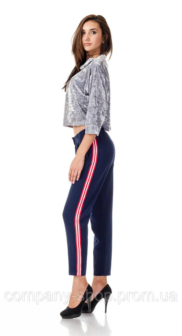 Женские брюки из крепа с кантами оптом. Модель БР26_синий с красно-белым.