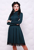 Жіноче ізумрудне плаття декороване мереживом Sveto