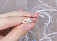 Нежное серебряное кольцо с фианитами