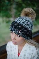 Полосатая шапка с помпоном из меха. Разные цвета.