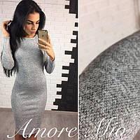 Женское платье-футляр серого цвета