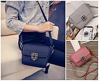 Женская сумка клатч через плечо с брошкой