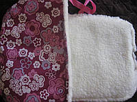 Меховой матрасик на санки фиолетовый в цветочек