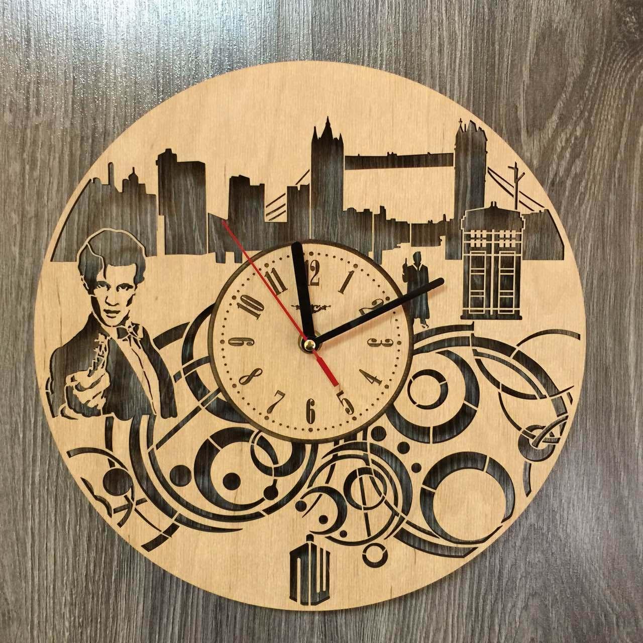 Дизайнерские деревянные часы «Доктор Кто»