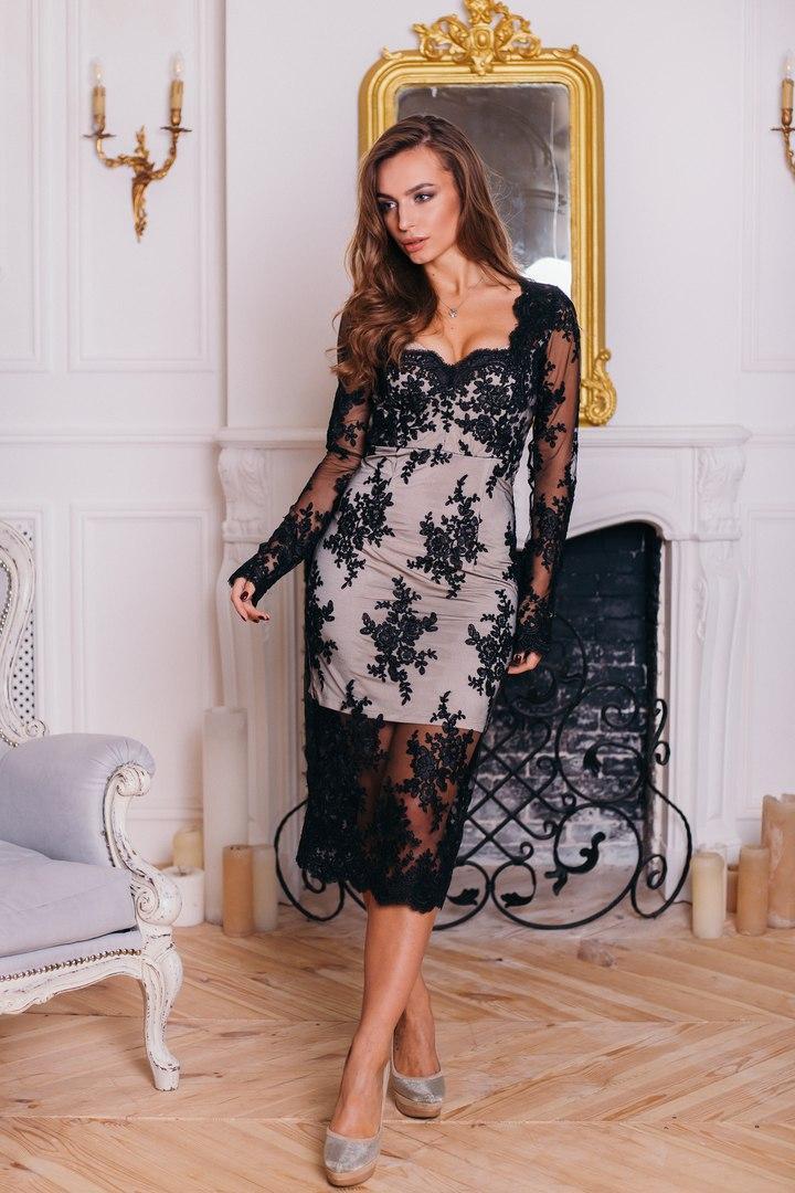 Элегантное шикарное платье из дорогого кружева.