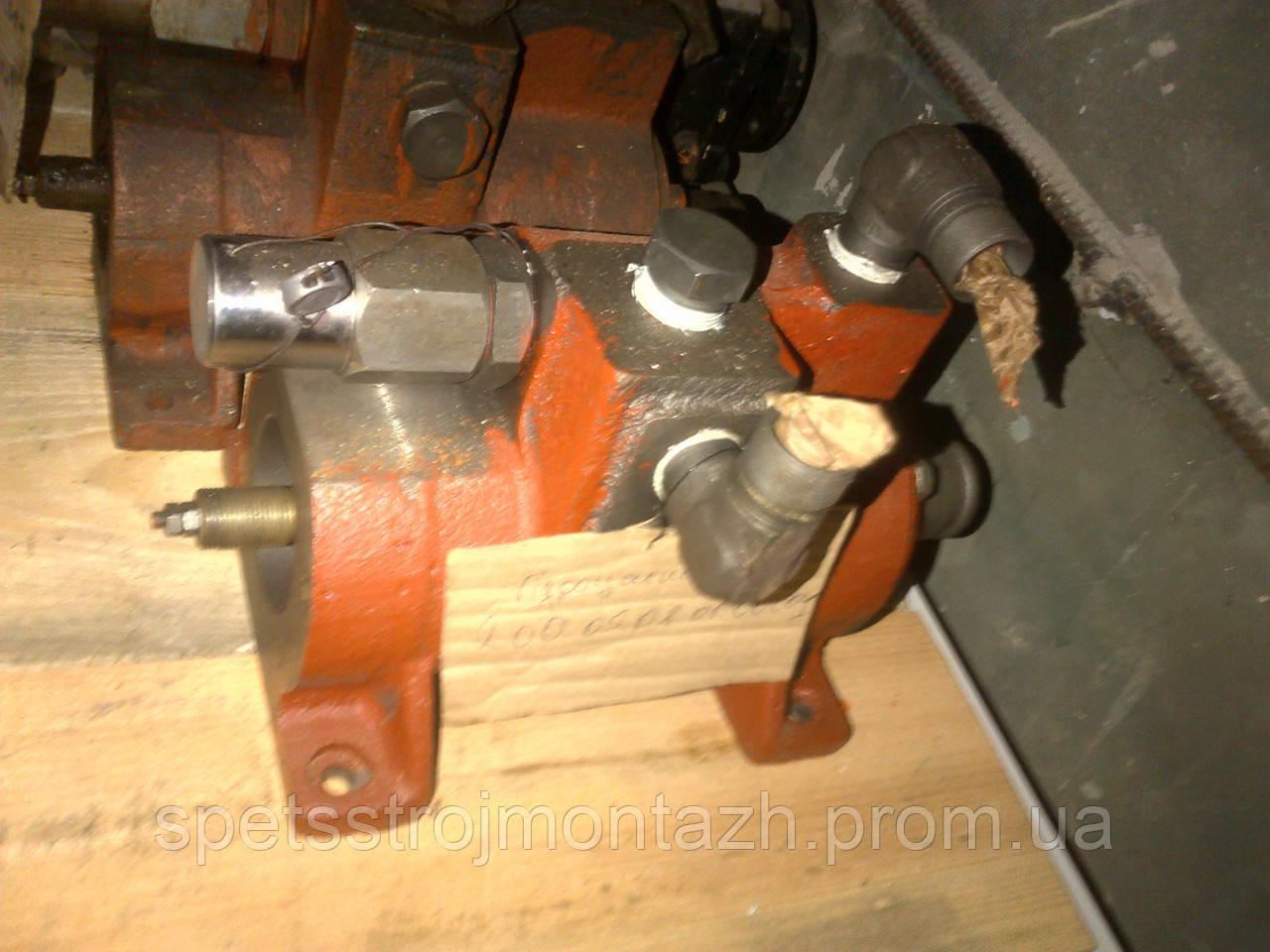 Гидроусилитель сцепления и тормоза грейдера ГС-14.02, ДЗ-143, ДЗ-180