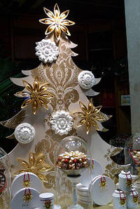 Новогодний декор из пенопласта - елки, снежинки, олени, сани