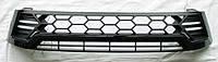 Toyota Hilux Revo 2014 решетка радиатора черная с черной й полосой LED
