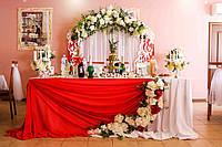 Оформление зала с красным цветом