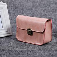 Женская сумочка через плечо на цепочке розовая