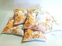 Подушечка для обручальных колец в персиковом цвете. Ручная работа: лепка с росписью