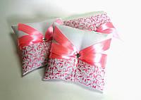 Подушечка для обручальных колец розовая. Ручная работа: роспись