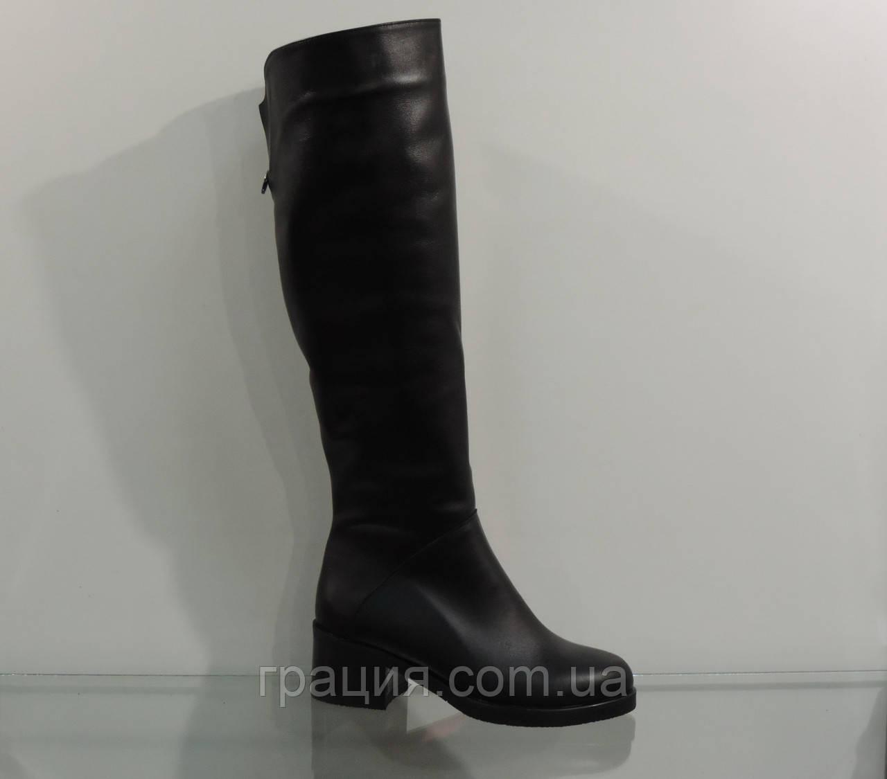 Модные кожаные женские зимние сапожки на среднем каблуке