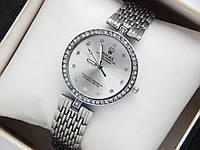 Женские кварцевые наручные часы Rolex, серебристого цвета, со стразами на корпусе и циферблате
