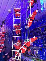 Игрушки Деды морозы на лестнице
