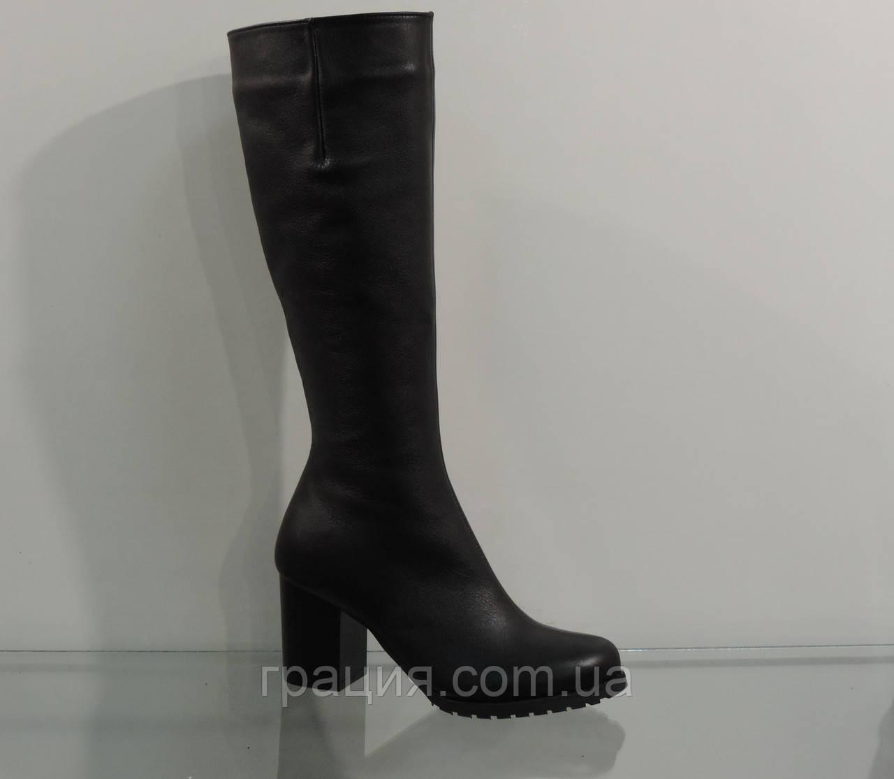 Модні зимові шкіряні чоботи на невисокому каблуці