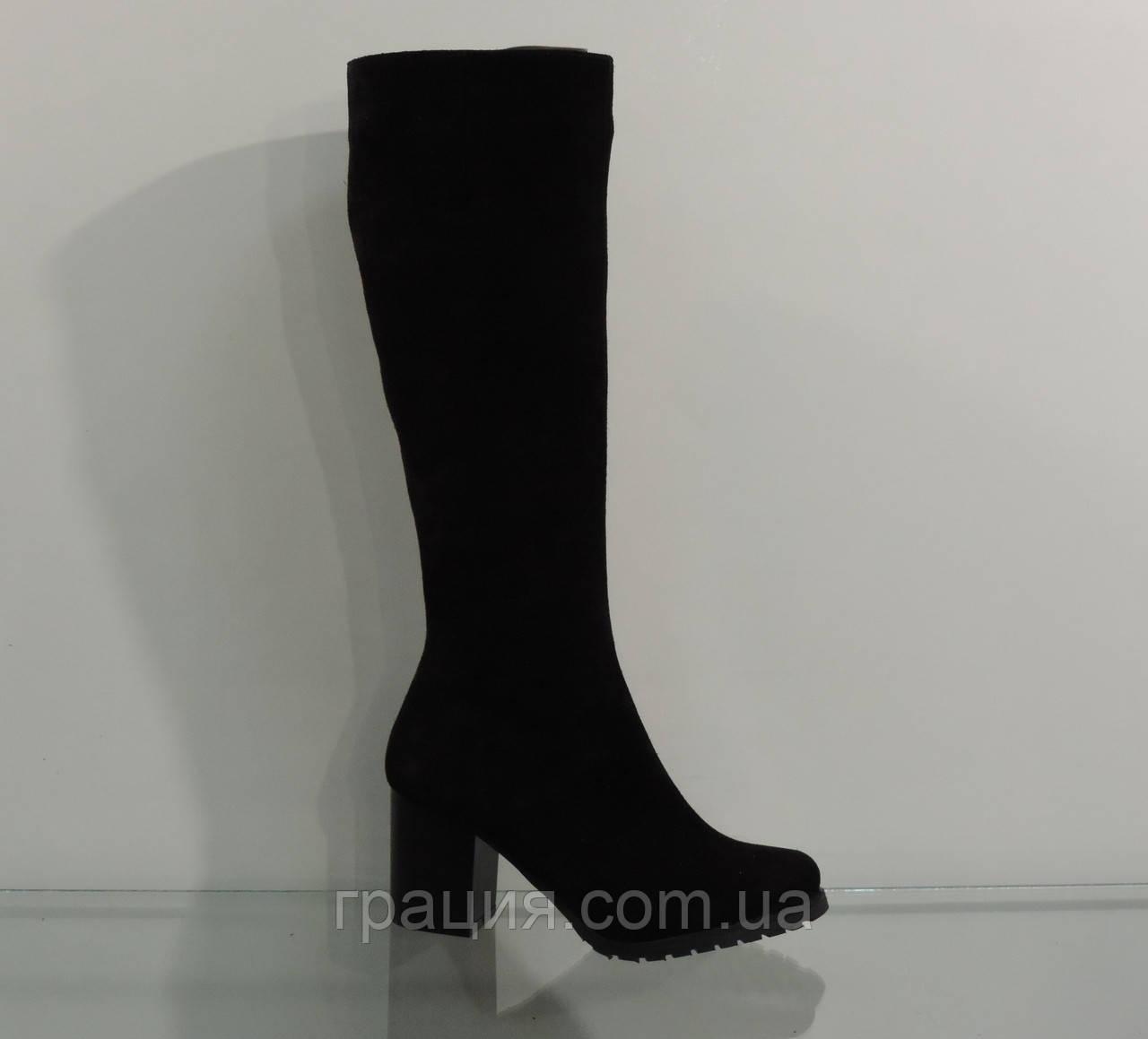 Модные зимние замшевые сапоги на невысоком каблуке