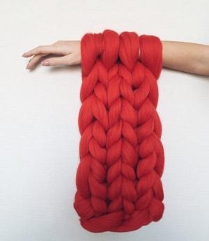 пряжа для вязания на руках 100 шерсть цвет огненно красный