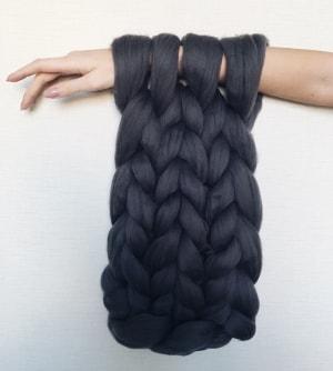Пряжа для вязания на руках 100% шерсть. Цвет - Графит.