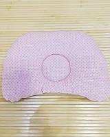 """Ортопедическая подушка для новорожденного """"Розовые точки на розовом + розовые короны на белом"""""""