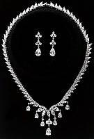 Колье фирмы Xuping. Цвет серебряный. Камни: белый циркон. Длина: 46 см Ширина: 40 мм.