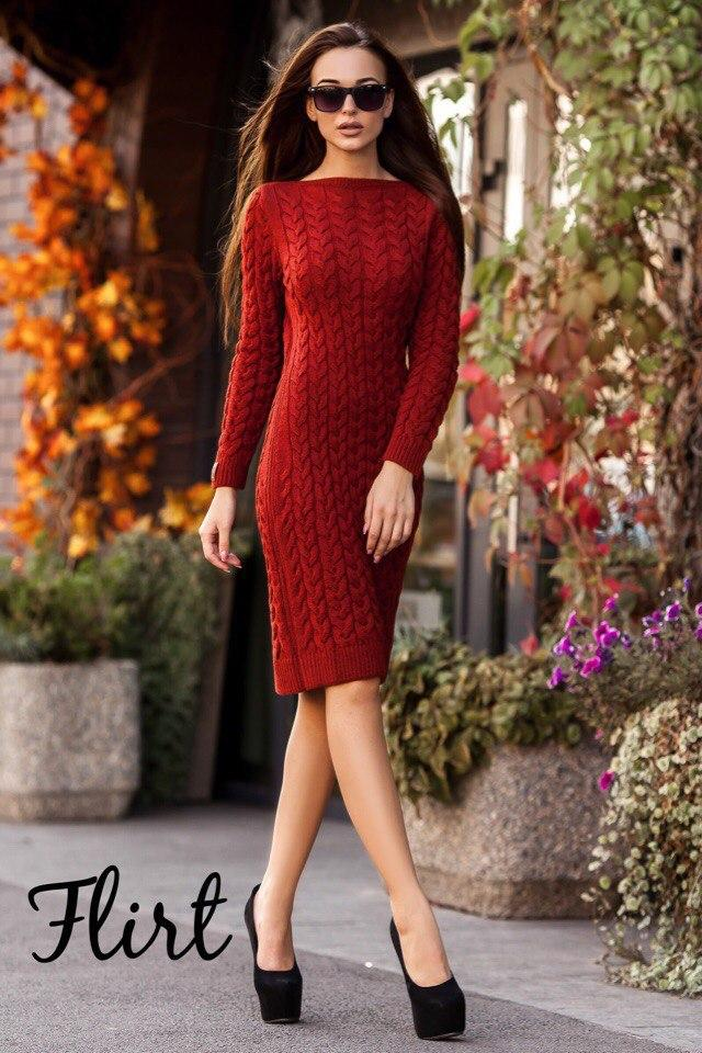 Платье вязаное косичкой до колена.