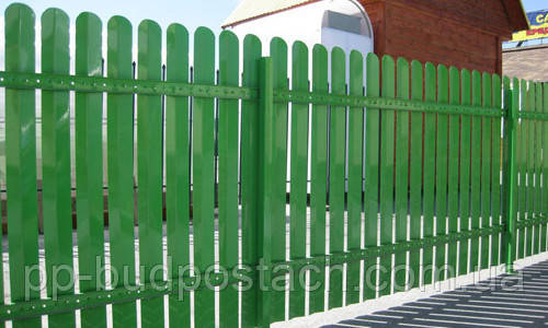 Металевий паркан - універсальне і надійне огородження