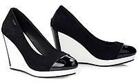 Черные женские туфли на белой танкетке от Vices