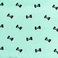 Детская простынь на резинке в кроватку BabySoon хлопок Бантики на мяте 120 х 60 см (230)