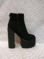 Ботиночки женские стильные на толстом каблуке и тракторной подошве эко-замша черные, фото 3