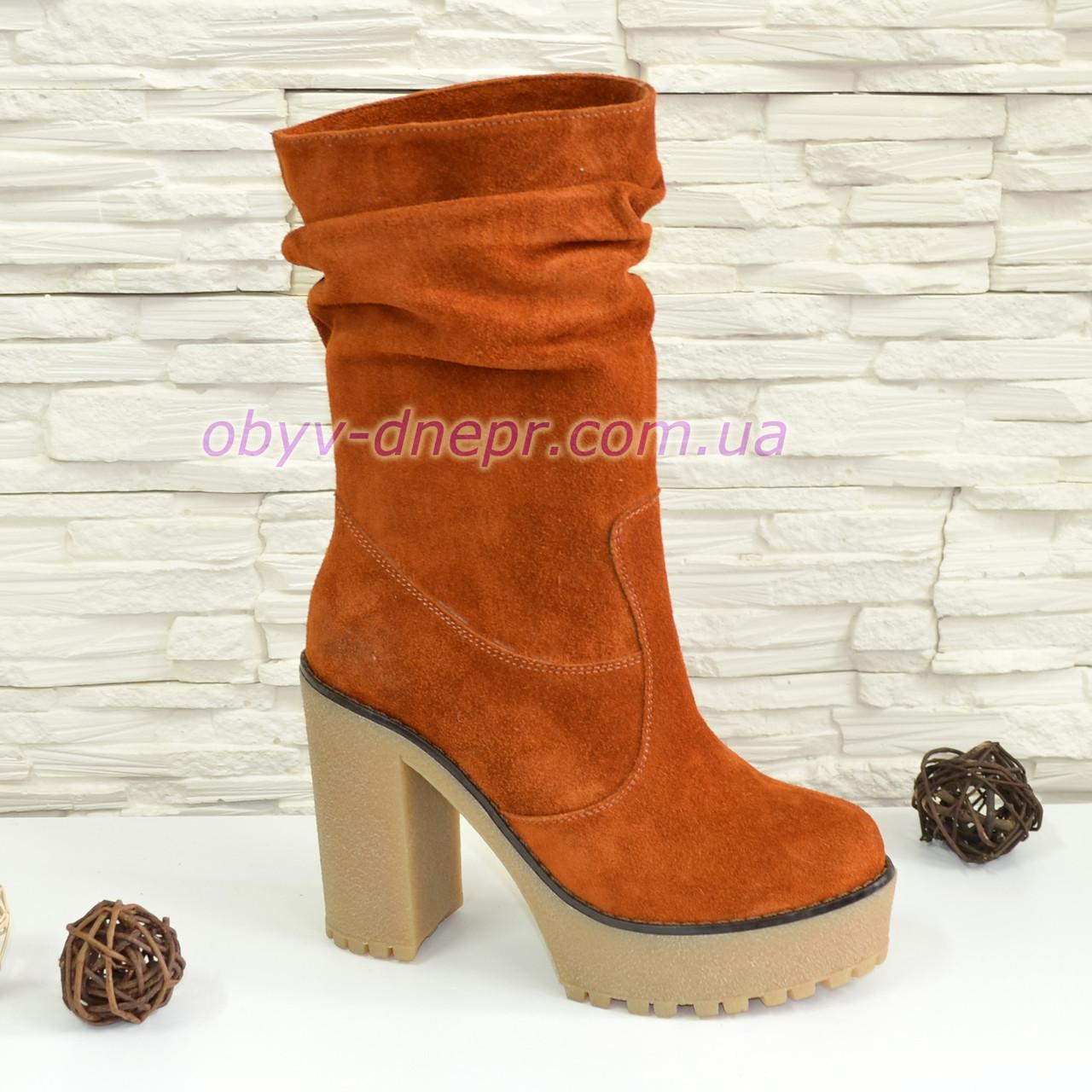 Ботинки замшевые зимние на высоком каблуке, цвет рыжий.