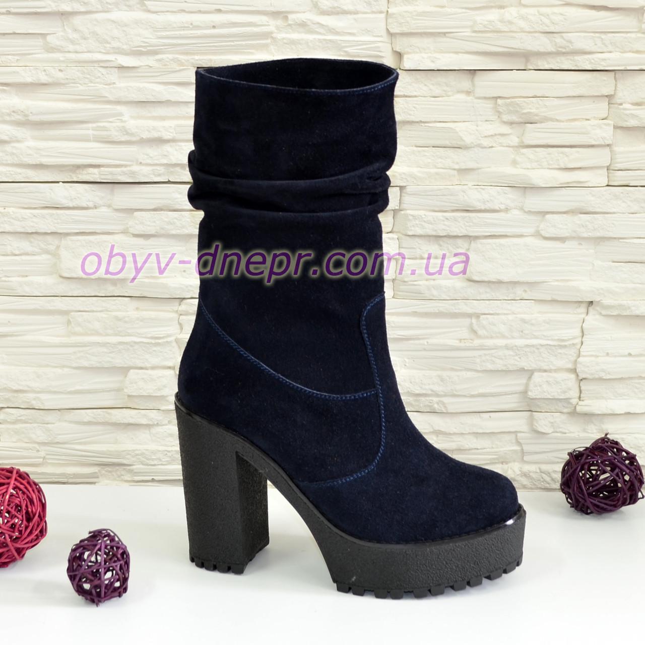 Ботинки замшевые зимние на высоком каблуке, цвет синий.