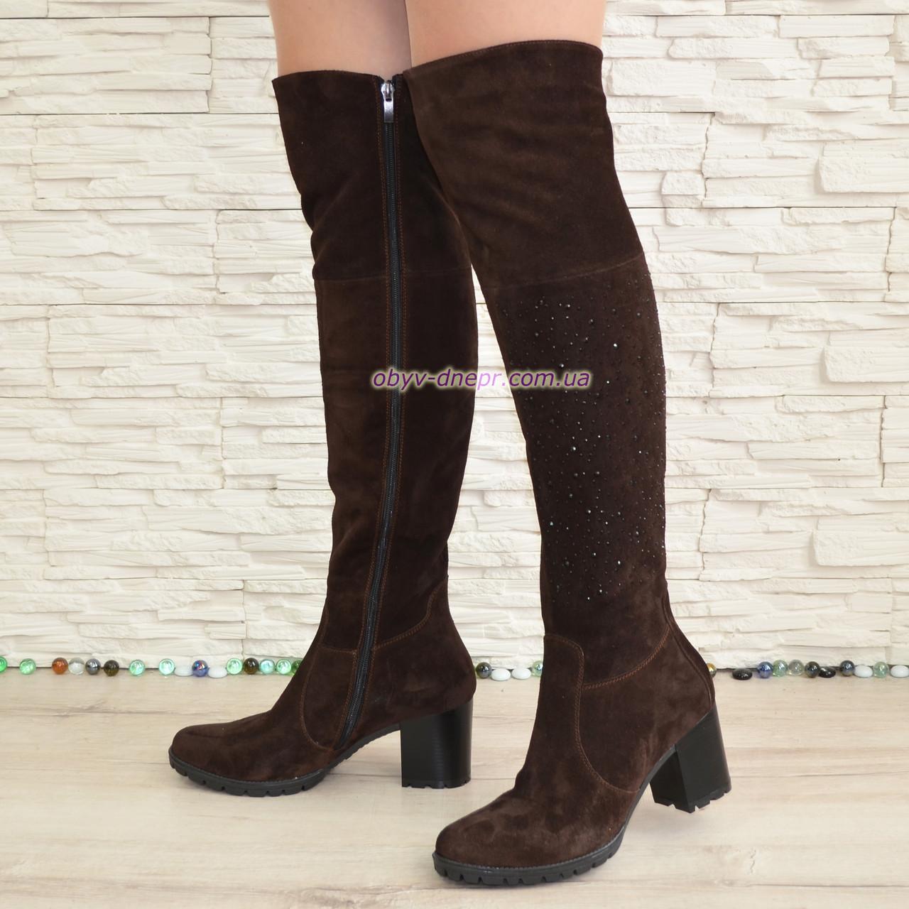 Ботфорты демисезонные замшевые на устойчивом каблуке, цвет коричневый.
