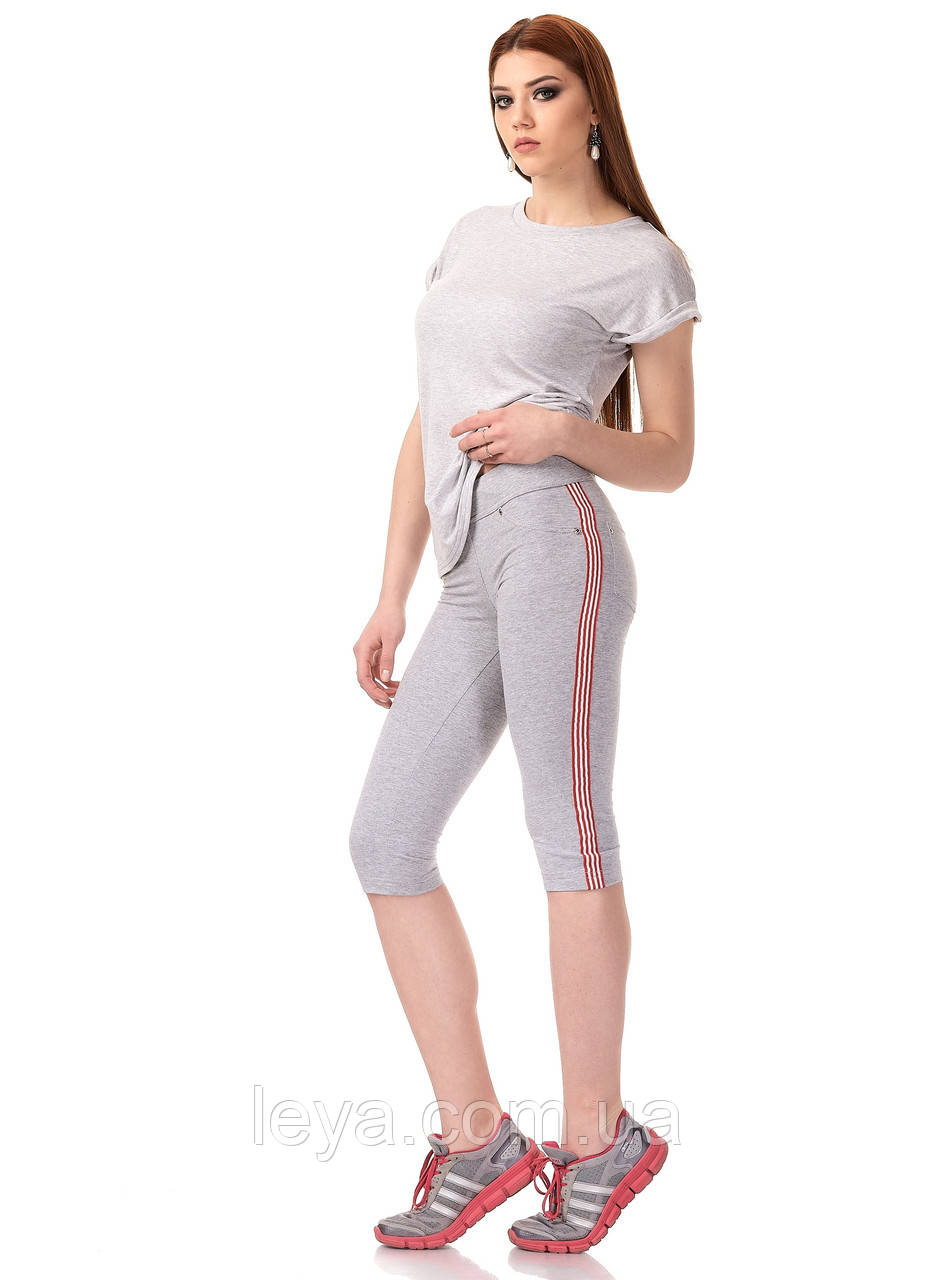 Женские трикотажные спортивные бриджи с кантами. Модель КА025_серый с красно-белым кантом.