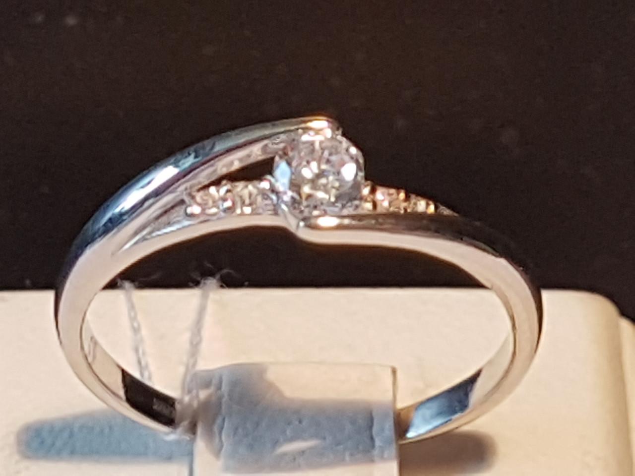 Серебряное кольцо с фианитами. Артикул 15059р 18