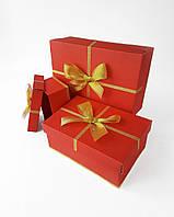 Прямоугольный комплект новогодних коробок ручной работы красного цвета с золотым бантом
