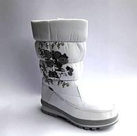 Женские сапоги дутики  зимние черные/белые с цветочным орнаментом 0480КФМ