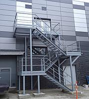Технические лестницы из окрашенного металла компании Etual