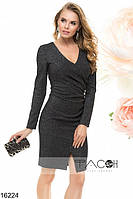 Стильное платье с V-образным вырезом на груди