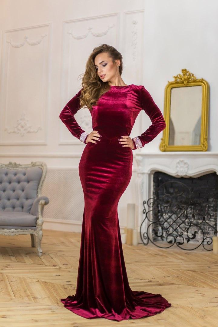 Шикарное вечернее платье в пол из ткани королевский бархат.