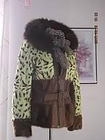 Полушубок из натурального меха козы леопардовой расцветки, песца на капюшоне, вставки из натуральной кожи