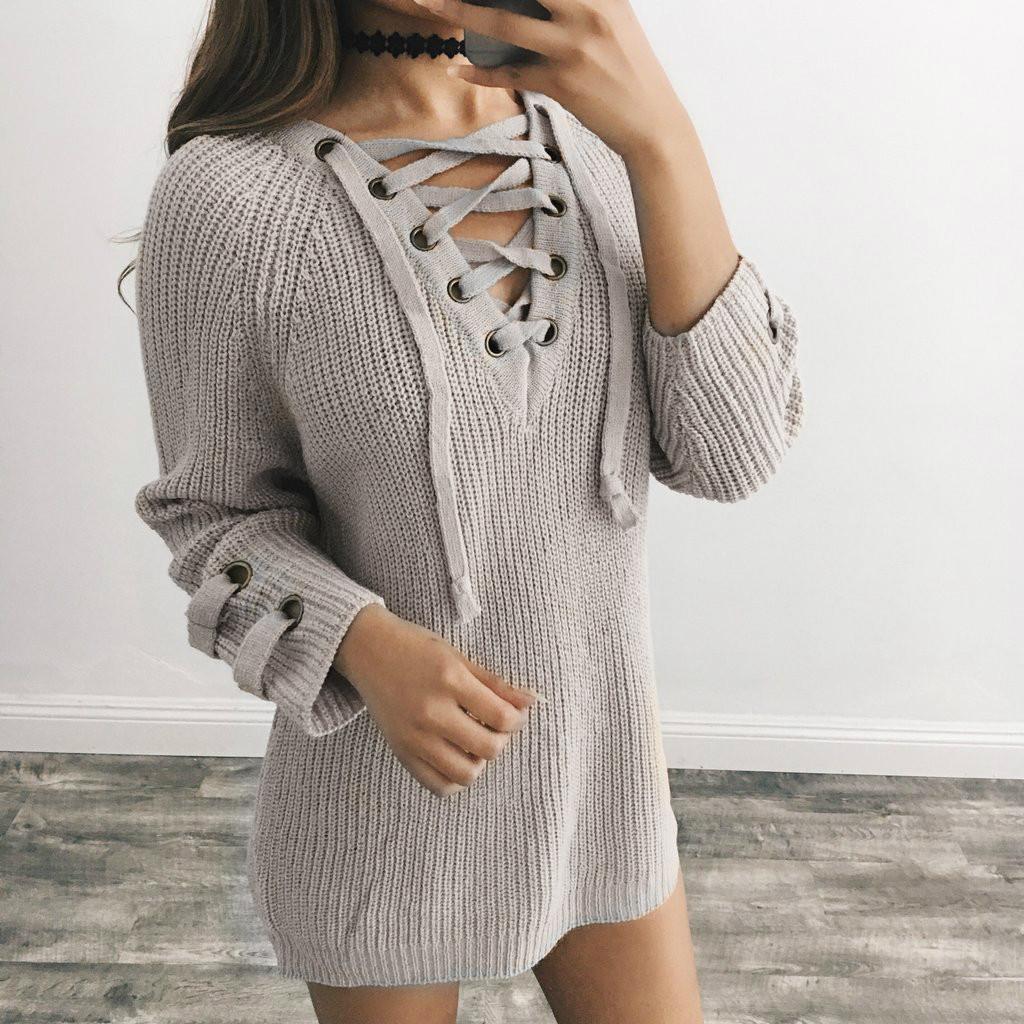 Женский удлинённый свитер туника с колечками на шнуровке серый