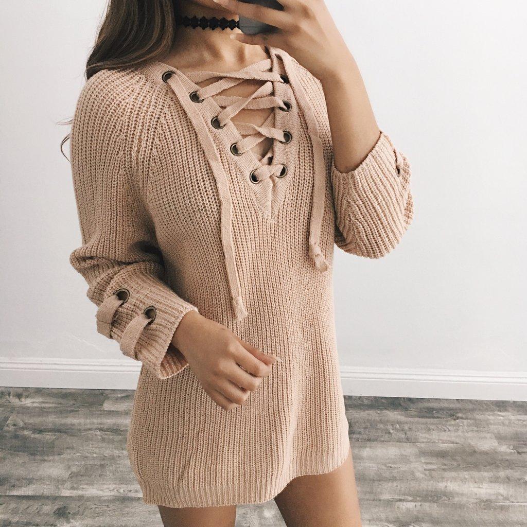 Женский удлинённый свитер туника с колечками на шнуровке бежевый