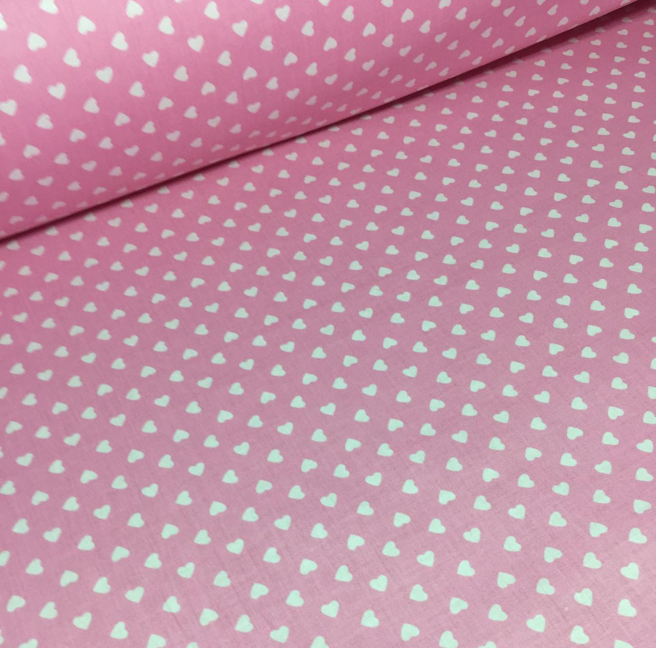 Хлопковая ткань польская шлифованная белые сердца (мелкие) на розовом №393