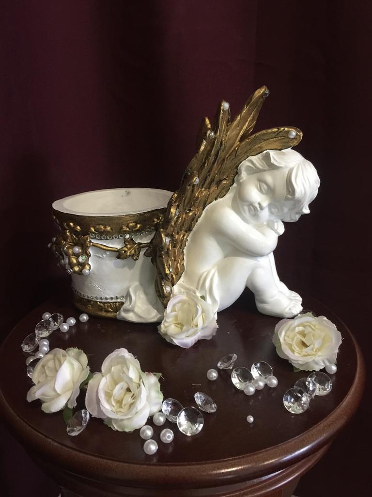 Кашпо большое ангел с виноградом, золото